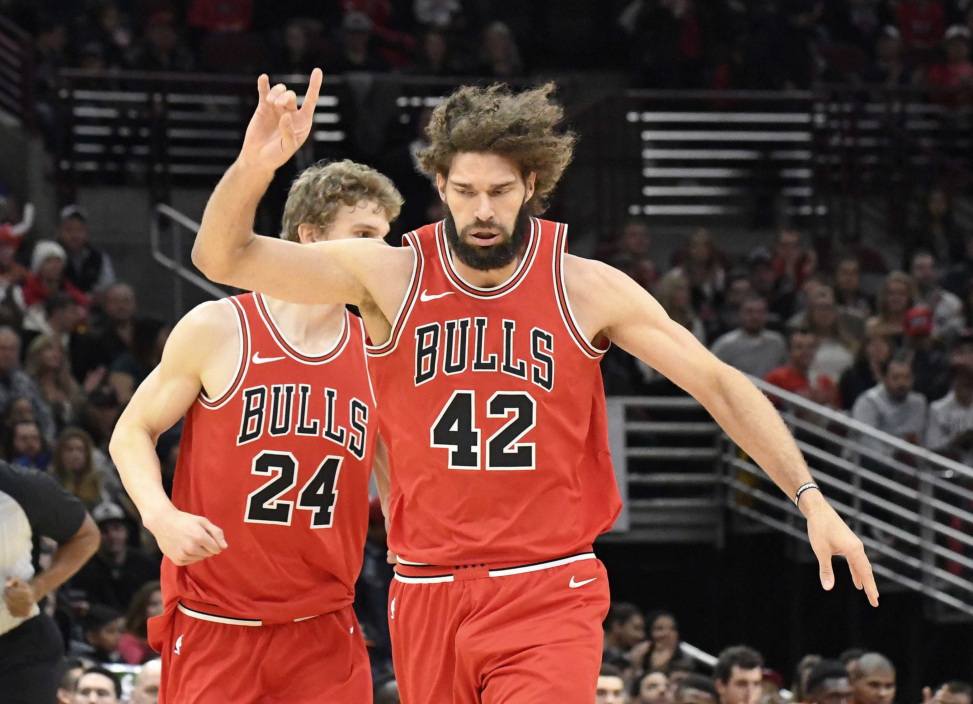 NBA Rumors: Chicago Bulls Looking To Sell On Robin Lopez